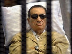 """تأجيل محاكمة الرئيس المصري الأسبق حسني في """"قضية القرن"""""""