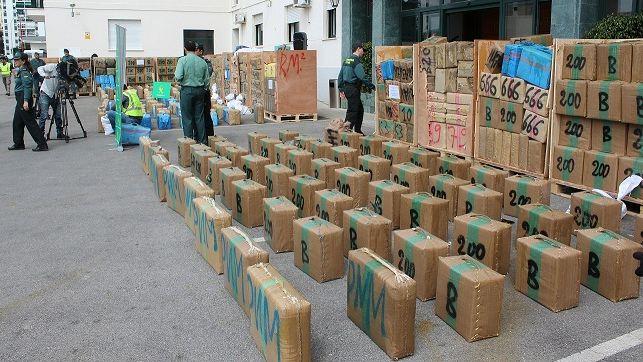 الانتربول يوقف الجمركي المتهم بتسريب 32 طن من المخدرات عبر الميناء المتوسطي