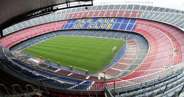 برشلونة يستعين بالجمهور من أجل تحديد مصير ملعب الكامب نو