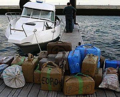 اعتراض قارب محمل بأزيد من طن من الحشيش في ساحل الجزيرة الخضراء