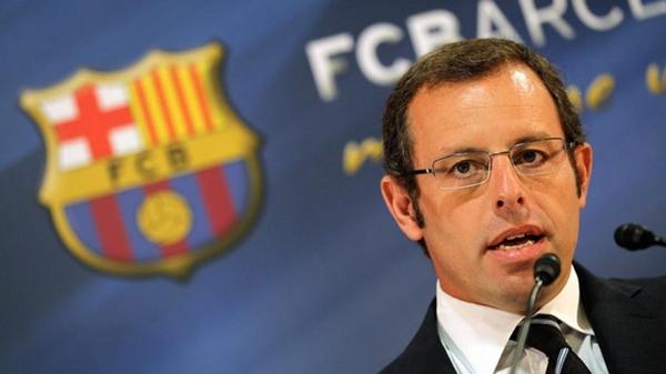 جماهير برشلونة تطالب بطرد رئيس النادي