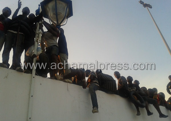 إحباط عملية إقتحام حوالي 150 مهاجرا سريا لمعبر مدينة مليلية المحتلة