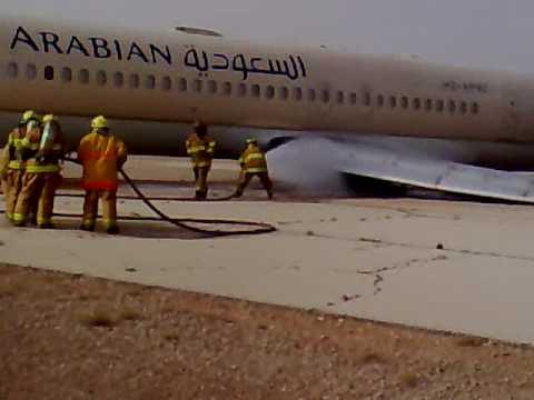 طائرة حجاج مغاربة تتعرض لعطب تقني وتضطر إلى النزول بمطار العاصمة الجزائرية