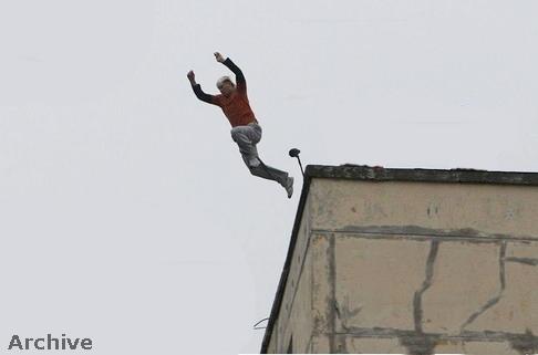 شاب يحاول الانتحار في ظروف غامضة بطنجة