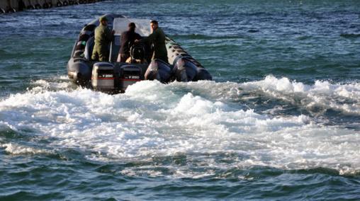 البحرية الملكية تعترض قاربا بسواحل تطوان وتصيب مواطنا إسبانيا بطلقات نارية