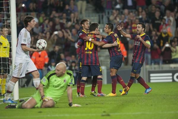 ماكينة ميسي التهديفية تعمل من جديد وتقود برشلونة لفوز على ميلان بدوري الأبطال