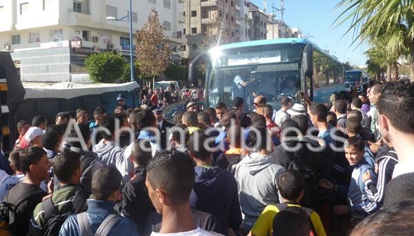 """إحتجاجات عارمة لطلبة وتلاميذ ضد شركة """"ألزا"""" للنقل الحضري بطنجة"""