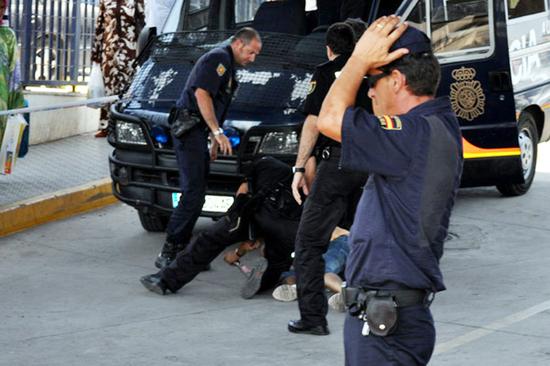 """الأمن الإسباني يفكك شبكة دولية مختصة في تهريب والاتجار بـ """"الحشيش"""""""