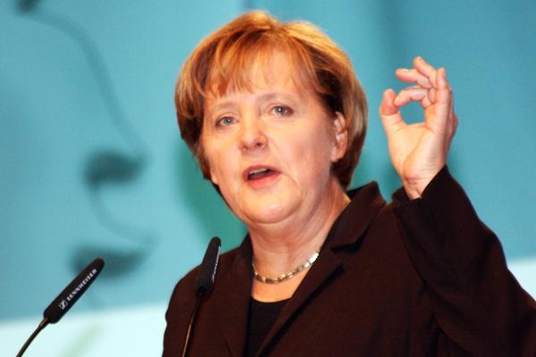 البرلمان الألماني ينتخب ميركل رسميا مستشارة للمرة الثالثة على التوالي