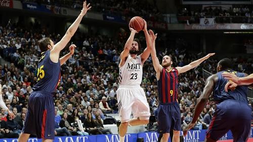ريال مدريد يحسم كلاسيكو السلة ويهزم برشلونة في الدوري