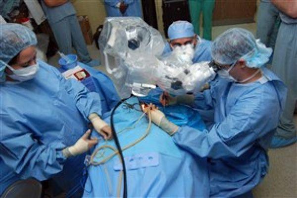 فريق طبي فرنسي يتمكن لأول مرة من زرع قلب اصطناعي لمريض