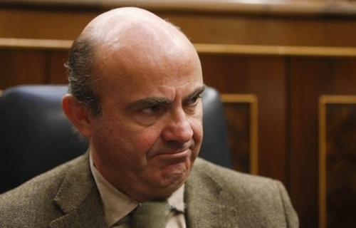 وزير الاقتصاد الأسباني يستبعد وجود صراع مصالح في ملف كرة القدم الأسبانية