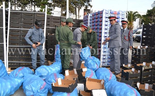 """حجز 10 أطنان من مخدر """"الشيرا"""" على متن شاحنة كانت داخل باخرة بميناء طنجة"""