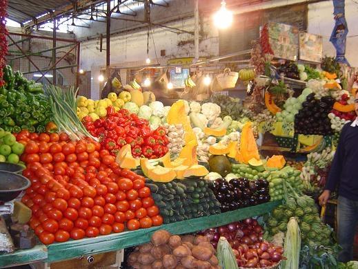طنجة تسجل انخفاضا في أسعار الخضر والفواكه وارتفاعا في أسعار اللحوم