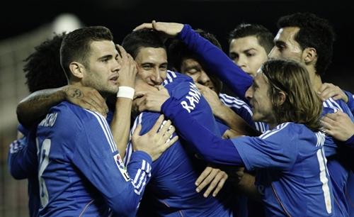 ريال مدريد يعود بثلاث نقاط غالية من ميدان فالنسيا