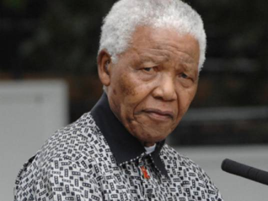 وفاة رئيس جنوب أفريقيا الأسبق نيلسون مانديلا عن 95 عامًا
