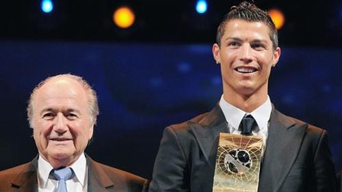 """""""الفيفا"""" تراسل ريال مدريد لتأكيد حضور كريستيانو رونالدو في حفلها السنوي"""