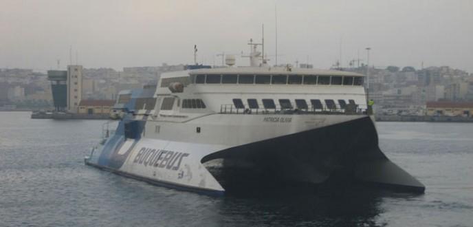 إغلاق ميناء طريفة بسبب الرياح القوية التي تجتاح مضيق جبل طارق