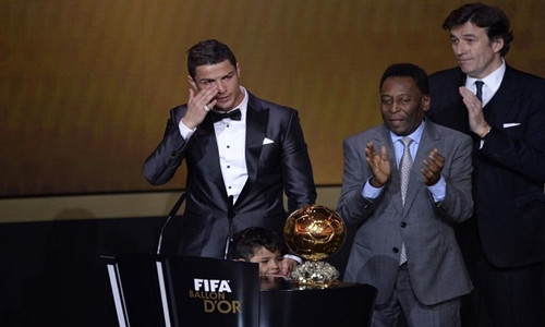 """""""صحيفة إسبانية"""" تزعم وجود تلاعب في نتائج التصويت لجائزة أفضل لاعب في العالم"""