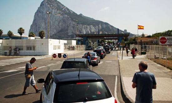 """الحكومة الإسبانية تعتزم تنفيذ برنامج """"الحدود الذكية"""" عند بوابة جبل طارق"""