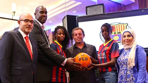 روسيل يفتتح جمعية لأنصار نادي برشلونة في كينيا