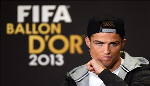 رونالدو باق في ريال مدريد حتى سن الأربعين