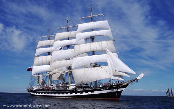 """سفينة """"كروزينشتيرن"""" الأسطورية تصل طنجة في طريقها إلى مدينة سوتشي الأولمبية"""