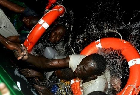 إغاثة أزيد من ألفي مهاجر سري في مضيق جبل طارق خلال سنة 2013