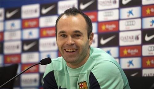 إنييستا يتمنى لبرشلونة تحقيق كل بطولات عام 2014
