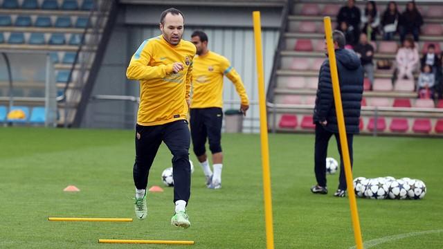 الإصابة تحرم برشلونة من جهود إنييستا في مباراة ليفانتي