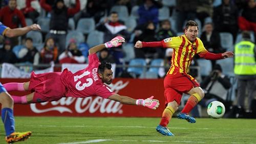 ميسي يقود برشلونة إلى ربع النهائي