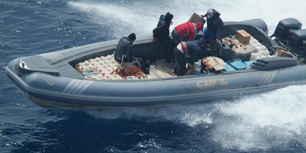 الدرك البحري بتطوان يطلق النار على زورق ويحجز 860 كلغ من مادة الشيرا