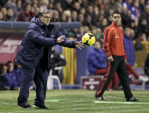 تاتا ينفي التفاوض حول تجديد عقده مع برشلونة