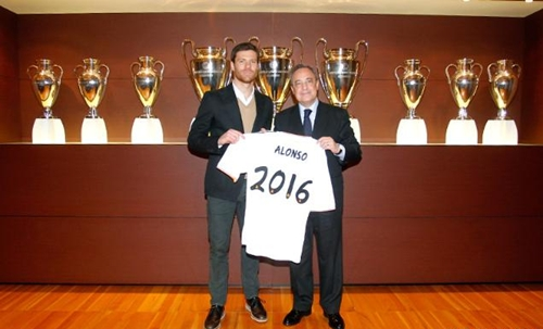 الونسو يمدد عقده مع ريال مدريد لعامين اضافيين