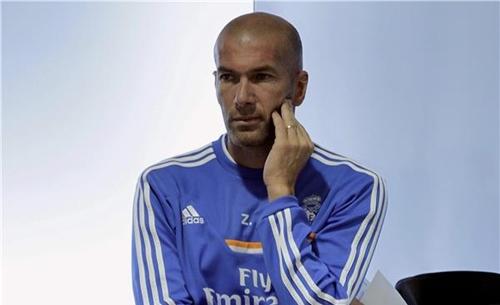 زيدان يتقاضى راتبا زهيدا تقديرا لريال مدريد