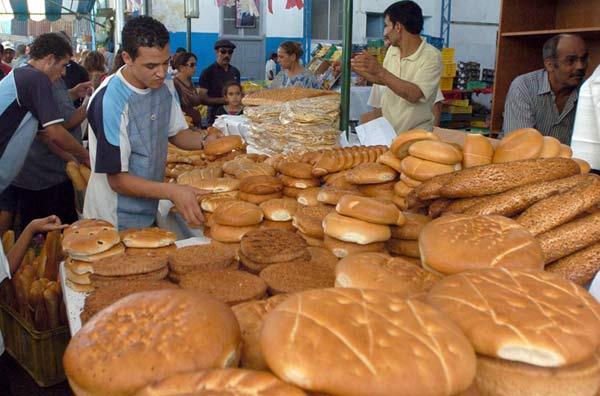 الوفا ينفي نية الحكومة الزيادة في أسعار الخبز ويعلن عن فرض عقوبات على المخالفين