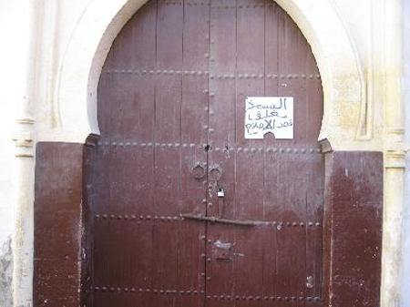 مجلس عمالة طنجة يثير قضية إغلاق المساجد ويطالب الإسراع بتهيئتها وترميمها