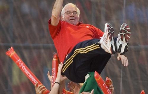 وفاة لويس أراجونيس مدرب منتخب أسبانيا السابق