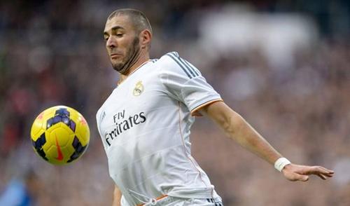 ريال مدريد يفاوض بنزيمة لتجديد عقده