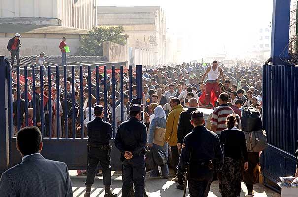 تجار مدينة سبتة المحتلة يخوضون إضرابا ضد سياسة سلطات الاحتلال