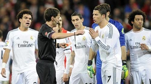 إيقاف حكم مباراة ريال مدريد وبلباو لمدة شهر
