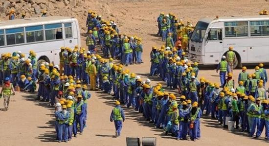 وفاة أكثر من 450 عاملا هنديا بقطر وإحتضان الأخيرة للمونديال تحوم حوله الشكوك