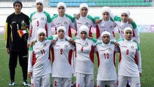 إكتشاف 4 لاعبين ذكور في منتخب إيران النسوي