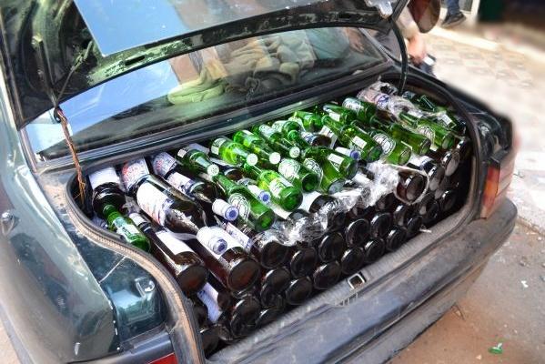 جمارك باب سبتة تضبط مراسلين صحفيين يحاولان تهريب كميات هامة من الخمور والجعة