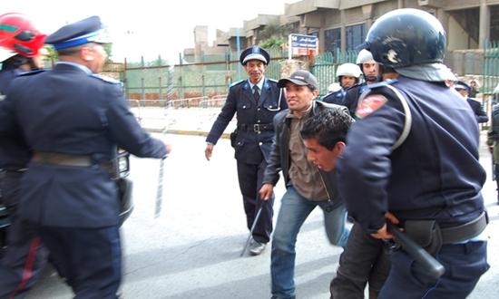 إلقاء القبض على 27 من المشجعين في مباراة الرجاء والمغرب الفاسي