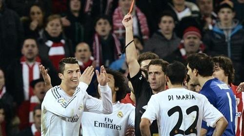 إيقاف رونالدو 3 مباريات وتغريمه 1200 يورو