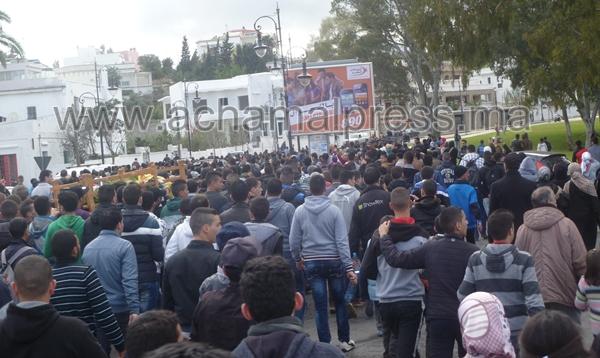 """مئات التلاميذ بطنجة يشيعون جثمان زميلهم """"سفيان"""" الذي لقي مصرعه بطعنة غادرة"""
