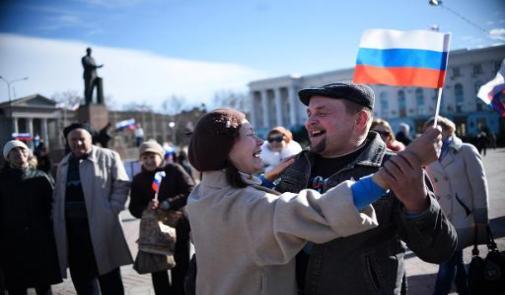 """واشنطن والاتحاد الاوروبي يفرضان عقوبات على موسكو لتوجيه """"رسالة قوية"""""""