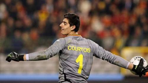 كورتوا ينفي أنباء انتقاله لريال مدريد