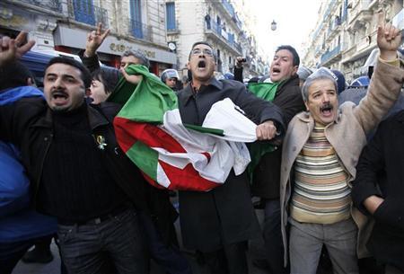 """الجزائر: النظام عاجز أمام الاحتجاجات و""""الإحباط المتزايد"""" للسكان"""
